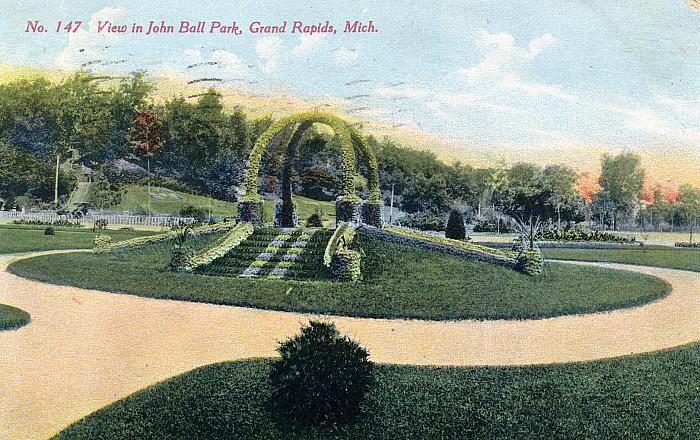 Topiary Arch in John Ball Park