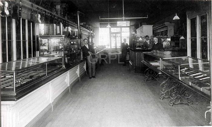 Friedrich Music Store, Interior